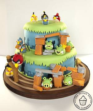 Angry Birds - Cake by Yellow Bee Sugar Art by Vicky Teather