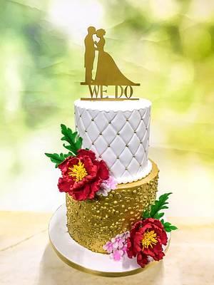 Classic White & Gold - Cake by MUSHQWORLD