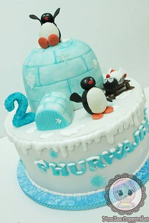 Pingu cake - Cake by YumZee_Cuppycakes
