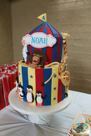 Madagascar 3 - Afro circus cakes - Cake by At Piece