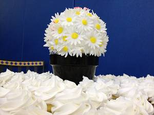 Daisies and Cuppies - Cake by skirt
