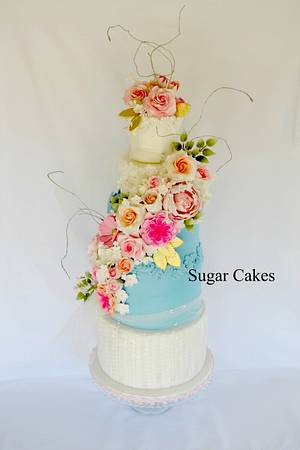 Between the petals....... - Cake by Sugar Cakes