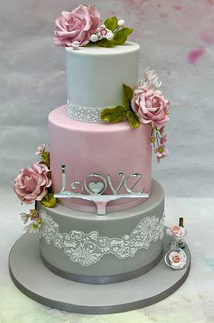 Engagement Cake  - Cake by Lorraine Yarnold