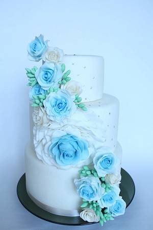 Full of blue roses wedding cake  - Cake by fantasticake by mihyun