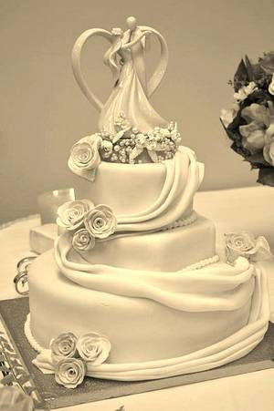 My Mothers Wedding Cake - Cake by Carrie Freeman
