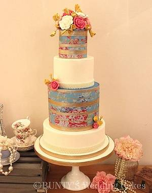 Opulent Gold - Cake by Bunty's Wedding Cakes
