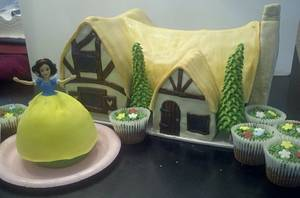 Snow White and her Cottage - Cake by Terri Coleman