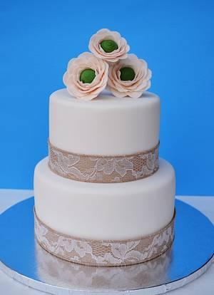 Gumpaste Ranunculus Cake - Cake by Lea's Sugar Flowers