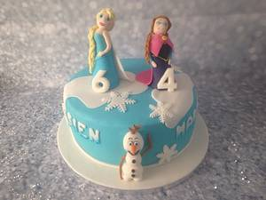 Frozen cake with handsculpted Elsa, Anna and Olaf - Cake by Hartenlust