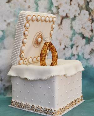 Ring Cake Box - Cake by Lea's Sugar Flowers
