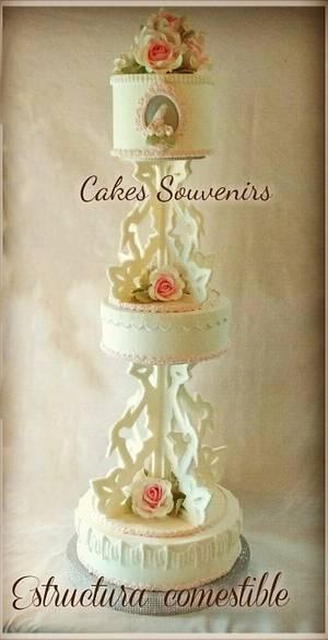 Torta con estructura de pastillaje - Cake by Claudia Smichowski
