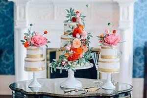 Sugar Flower Wedding Cake Trio I The Mischief Maker - Cake by Alex Narramore (The Mischief Maker)