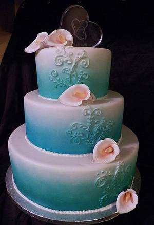 Sea Foam Calla  - Cake by Sarah Myers
