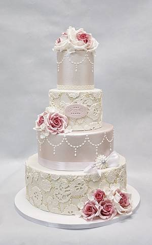Lace and pearls. - Cake by Sannas tårtor