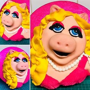 Miss Piggy - Cake by Bombshell Bakes