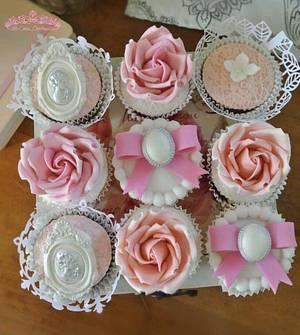 Vintage Cupcakes  - Cake by Sumaiya Omar - The Cake Duchess