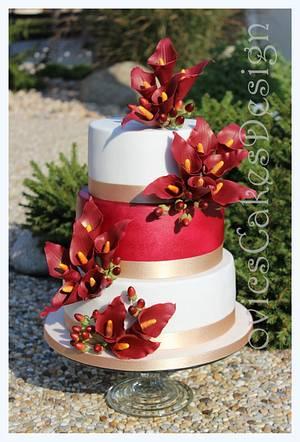 bordeaux calla lilies wedding cake - Cake by Martina Sille