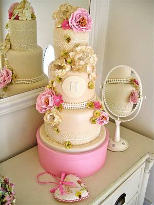 Lace & Pearls - Cake by Lynette Horner