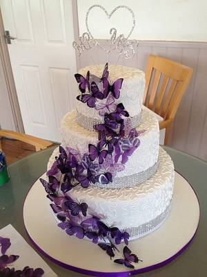 Purple butterflies - Cake by Maxine