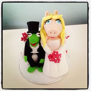Miss Piggy and Kermit wedding cake topper - Cake by Samantha Tempest