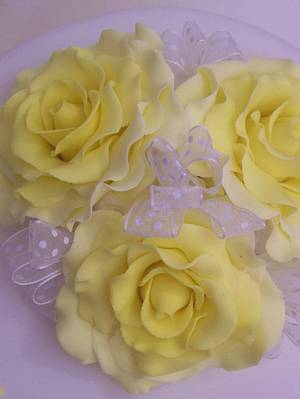 Yellow Roses - Cake by SueC