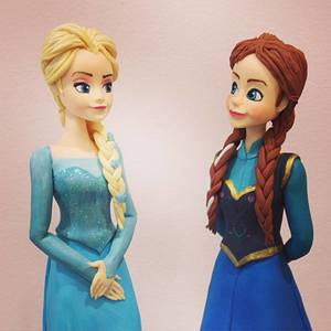 Elsa & Anna - Cake by Valeria Antipatico