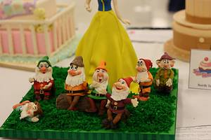 Snow White And The Seven Dwarves - Cake by Monica Florea