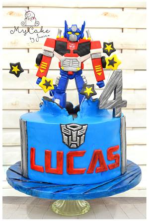 Optimus prime - Cake by Hopechan