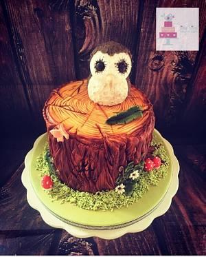 Owl on a tree stump! - Cake by Littlebirdcakecompany