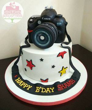 Birthday cake with Canon camera topper - Cake by Michelle Chan