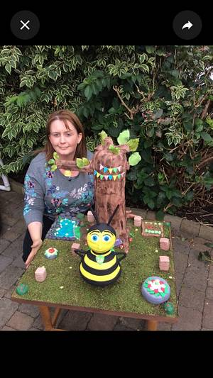 The Bee Hero - Cake by Cakes by Maria