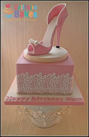 A girls best friend... - Cake by Dollybird Bakes
