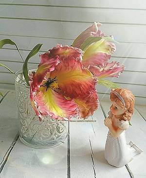 Parrot Tulips - Cake by Sweet Creations