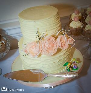 Rice Paper Roses - Cake by The Sweet Suite