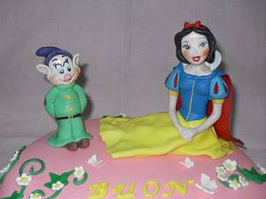 Snow White and Dopey - Cake by SugarRain