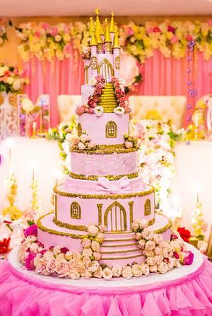 Wedding castle - Cake by Zara