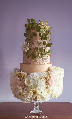 Gold textures with beech wreath and floral base - Cake by Kasserina Cakes