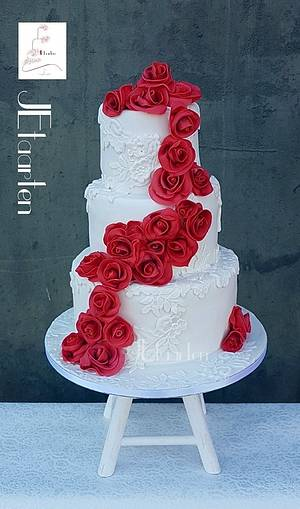 red roses on a white laced weddingcake - Cake by Judith-JEtaarten