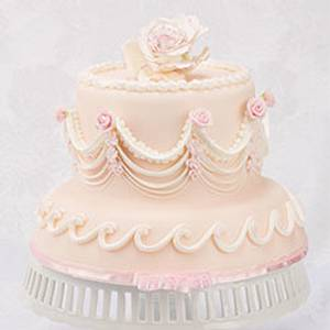 European Over Piped String Work - Cake by Bobbie