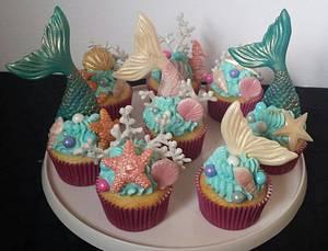 Mermaid cupcakes  - Cake by Jenn Szebeledy  ( Cakeartbyjenn_ )