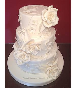 Total white wedding cake - Cake by Daniela Marchese