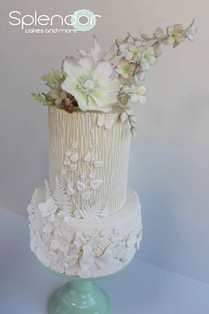 Subtle green bas-relief - Cake by Ellen Redmond@Splendor Cakes
