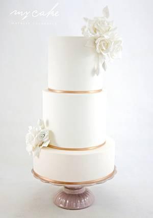 Rosas blancas - Cake by Natalia Casaballe