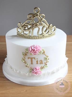 1st birthday cake with fondant no 1 tiara - Cake by Sara's House of Cupcakes