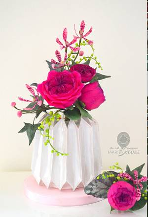 cake with origami vase, orchids and roses - Cake by Taart en Deco