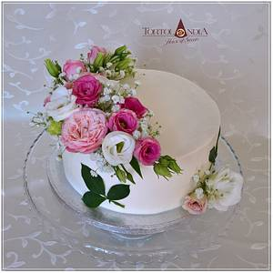Birthday cake & fresh flowers - Cake by Tortolandia