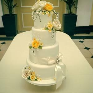 Spring wedding cake for Blenheim Palace  - Cake by Samantha Tempest