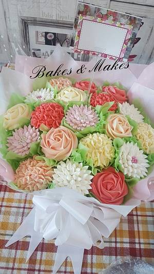 Cupcake Bouquet  - Cake by Cakes of Art by Vicky