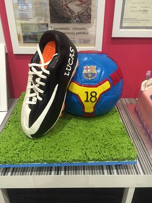 Soccer ball and shoe cake - Cake by ladygourmet