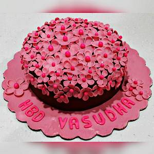 Pretty pink floral cake - Cake by CupsNCakesbySharin